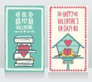 Zwei nette Karten für Valentinsgrußtag, reizende Vogelpaare und Bücher mit Herzen lizenzfreie abbildung