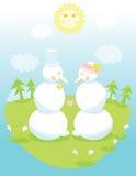 Zwei nette Schneemänner in der Liebe, die Hände anhält Lizenzfreie Stockfotografie