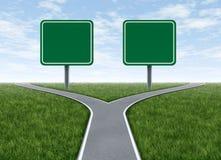 Zwei Optionen mit unbelegten Verkehrsschildern Stockbild