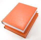Zwei orange Tagebücher auf Weiß Stockfoto