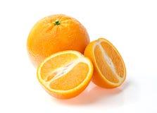 Zwei Orangen auf weißem Hintergrund Stockfotografie