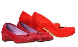 Zwei Paare Schuhe der roten Frauen Lizenzfreie Stockfotografie
