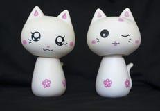 Zwei Porzellan-Katzen Stockfotografie