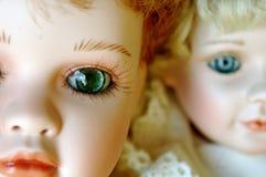 Zwei Porzellan-Puppen mit schönen Augen Stockbild