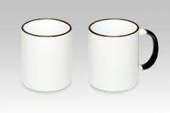 Zwei Positionen eines weißen Bechers Stockfoto