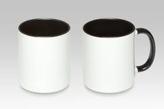 Zwei Positionen eines weißen Bechers stockfotos