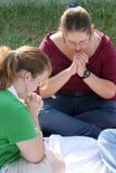 Zwei Prayerful Teenager Lizenzfreie Stockfotografie