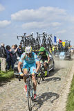Zwei Radfahrer auf Paris Roubaix 2014 Lizenzfreie Stockfotos
