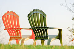 Zwei Rasen-Stühle Lizenzfreies Stockbild