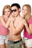 Zwei recht blonde Frauen mit jungem Mann Stockbilder