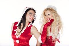 Zwei reizvolle Sankt-Mädchen, die Spaß haben Stockfotos