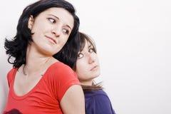 Zwei reizvoller Frauen stockfoto
