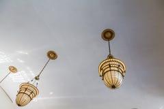 Zwei Retro- Ceiing-Lichter Stockfotos