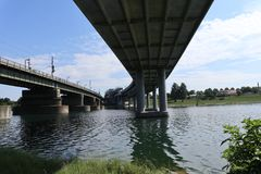 Zwei riesige Brücken Stockbild