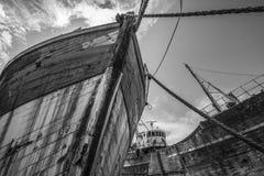 Zwei romantische alte Fischerboote - Wracke Lizenzfreie Stockfotos