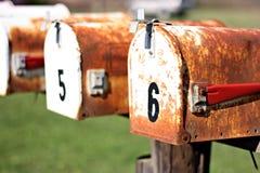 Zwei rostige Mailboxes Lizenzfreies Stockfoto