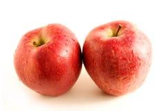 Zwei rote Äpfel Lizenzfreies Stockfoto