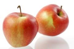 Zwei rote Äpfel Stockfoto