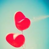 Zwei rote Herz-förmige Ballone Lizenzfreie Stockfotografie