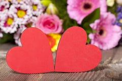 Zwei rote Herzen Lizenzfreie Stockfotos