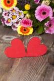 Zwei rote Herzen Stockfotos