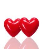 Zwei rote Herzen auf einem Licht Lizenzfreies Stockbild