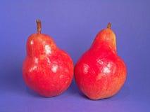Zwei rote organische Birnen Stockbild