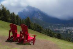 Zwei rote Stühle Stockbild