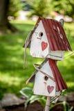 Zwei rustikale Vogelhäuser Lizenzfreies Stockbild