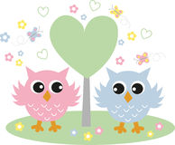 Zwei süße Eulen in der Liebe Lizenzfreies Stockbild