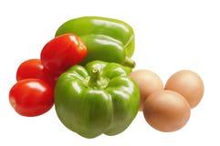 Zwei süßer grüner Pfeffer mit Tomaten und Eiern Lizenzfreie Stockfotos