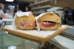 Zwei Sandwiche mit Schinken Stockfoto
