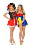 Zwei schöne blonde Frauen in den Karnevalskostümen Stockfotografie