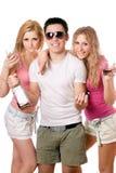 Zwei schöne blonde Frauen und junger Mann Lizenzfreies Stockfoto