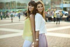 Zwei schöne Frauen Stockbild