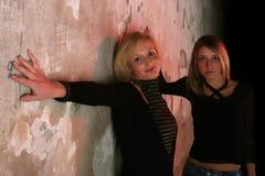 Zwei schöne Mädchen lizenzfreie stockfotografie