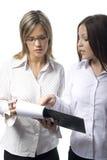 Zwei schöne Managerfrauen Lizenzfreie Stockfotografie