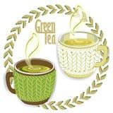 Zwei Schalen des grünen Tees mit Knitärmel lizenzfreie stockfotos