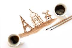 Zwei Schalen Espresso mit Malereibürsten und Handzeichnende Anziehungskräfte von Paris, Frankreich Kaffeekunst oder kreatives Kon stock abbildung