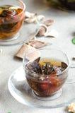 Zwei Schalen Glas des grünen Tees Lizenzfreie Stockfotos