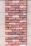 Zwei Schicht kleine und große Backsteinmauerbeschaffenheit stockfotografie