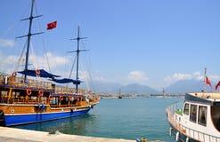 Zwei Schiffe im Hafen Lizenzfreies Stockbild