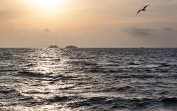 Zwei Schiffe im Meer Stockfotos