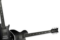 Zwei schwarze Gitarren getrennt auf Weiß Stockfoto