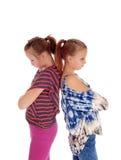 Zwei Schwestern wütend an einander Stockbild