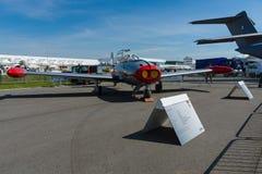 Zwei-Seat brachte Jet-Trainer Hispano HA-200D Saeta voran, entworfen von Willy Messerschmitt Stockfotografie