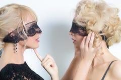 Zwei sexy Mädchen mit dem weißen Haar Stockbilder