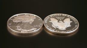 Zwei silberne Dollar Lizenzfreie Stockfotos