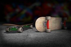 Zwei Skateboards, die auf konkretem Boden liegen Stockbild