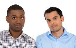 Zwei skeptische Männer Stockfotografie
